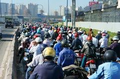 Час пик, мотоцилк, затор движения, азиатский город стоковые изображения