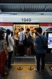 Час пик на станции Сиама поезда BTS общественной в Бангкоке Стоковая Фотография RF