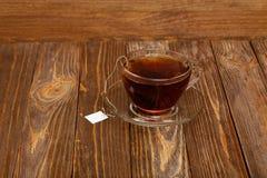 Чашек чаю на деревянной таблице стоковое изображение
