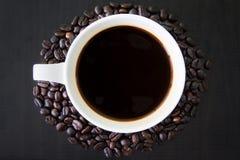 Чашка белизны Coffeebean Стоковые Фотографии RF