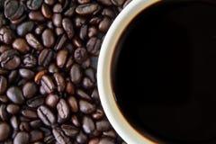 Чашка белизны Coffeebean Стоковая Фотография RF