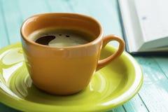 Чашка, блокнот, утро Стоковое Фото