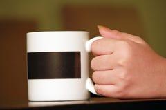 Чашка взятия руки Стоковые Изображения RF