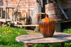 Чашка воды глины Стоковые Фотографии RF