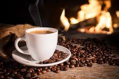 Чашка горячего кофе стоковое изображение
