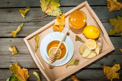 Чашка горячего чая с лимоном и имбирем Стоковое Изображение RF