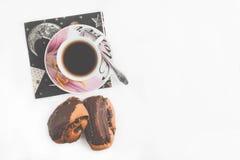Чашка горячих плюшек чая и помадки Взгляд сверху Стоковое Фото