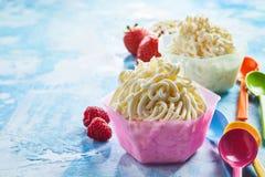 Чашка десерта мороженого спагетти Стоковое Изображение RF