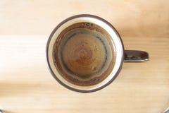 Чашка естественного кофе на различных поверхностях Стоковые Фотографии RF