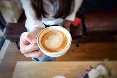 Чашка женщины кофе Стоковая Фотография RF
