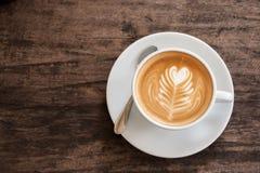 Чашка искусства latte сердца Стоковые Изображения
