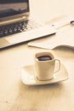 Чашка и компьтер-книжка Стоковое фото RF