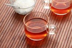 Чашка и сахар чая в деревянной предпосылке Стоковое Фото