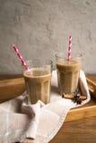 Чашка какао с молоком и циннамоном Стоковое фото RF