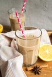 Чашка какао с молоком и циннамоном Стоковые Фото