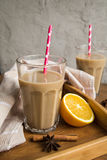 Чашка какао с молоком и циннамоном Стоковое Изображение RF