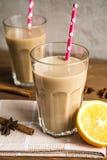 Чашка какао с молоком и циннамоном Стоковая Фотография
