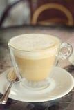 Чашка капучино на таблице в кафе Стоковое Фото