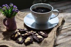 Чашка кофе и вкусные печенья Время чая и концепция завтрака стоковое изображение