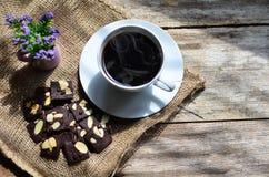 Чашка кофе и вкусные печенья Время чая и концепция завтрака стоковое изображение rf