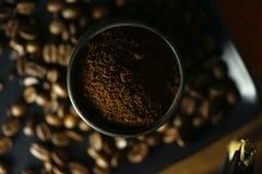 Чашка кофе и кофейные зерна Стоковые Фото