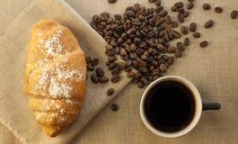 Чашка кофе и круассаны Стоковое Изображение
