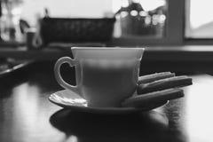 Чашка кофе и печенья стоковые фото