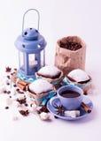 Чашка кофе и пирожные Концепция кофе на белом bac Стоковые Фото