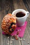 Чашка кофе и плюшки Стоковое фото RF