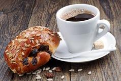 Чашка кофе и сладостные плюшки Стоковые Фотографии RF