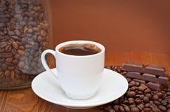 Чашка кофе и шоколад Стоковое Изображение