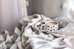 Чашка кофе и шотландка Стоковые Фотографии RF