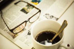 Чашка кофе, кассета и стекла Стоковое Фото