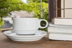 Чашка кофе, книги Стоковые Фотографии RF