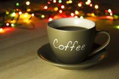 Чашка кофе на деревянной таблице Стоковое фото RF