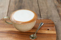 Чашка кофе на деревянном столе для счастливый moring Стоковое Изображение