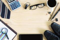 Чашка кофе на офисе стола дела с copyspace Стоковое фото RF