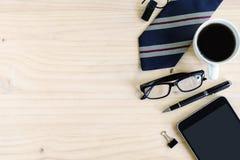 Чашка кофе на офисе стола дела с copyspace Стоковая Фотография
