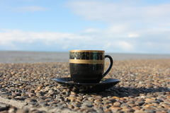 Чашка кофе на портовом районе Стоковые Фотографии RF