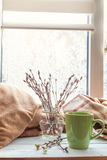 Чашка кофе на силле окна Стоковое фото RF