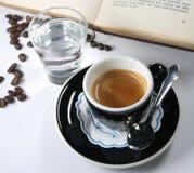 Чашка кофе от курьерского Стоковая Фотография RF