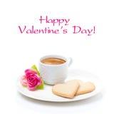 Чашка кофе, печенья и изолированный день валентинки цветка, Стоковое фото RF
