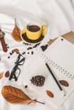 Чашка кофе письма блокнота стоковое изображение
