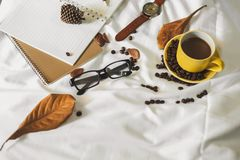 Чашка кофе письма блокнота стоковое изображение rf