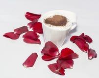 Чашка кофе, подняла, сердце, обручальное кольцо Стоковое фото RF