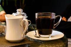 Чашка кофе с друзьями стоковое изображение rf