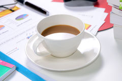 Кофе на работе Стоковое фото RF
