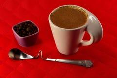 Чашка кофе с зерном молока и семени специй Стоковое Фото