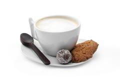 Чашка кофе с конфетой шоколада, печеньями и кофе шоколада Стоковые Фотографии RF