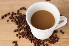 Чашка кофе с кофейными зернами Стоковые Фотографии RF